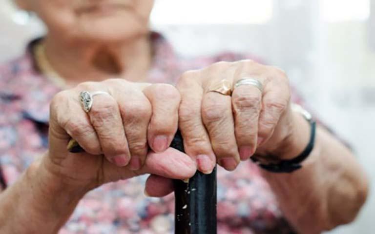 Εξιχνιάσθηκαν περιπτώσεις κλοπής που διαπράχθηκαν με τη μέθοδο του εναγκαλισμού σε βάρος γυναικών στη Λάρισα
