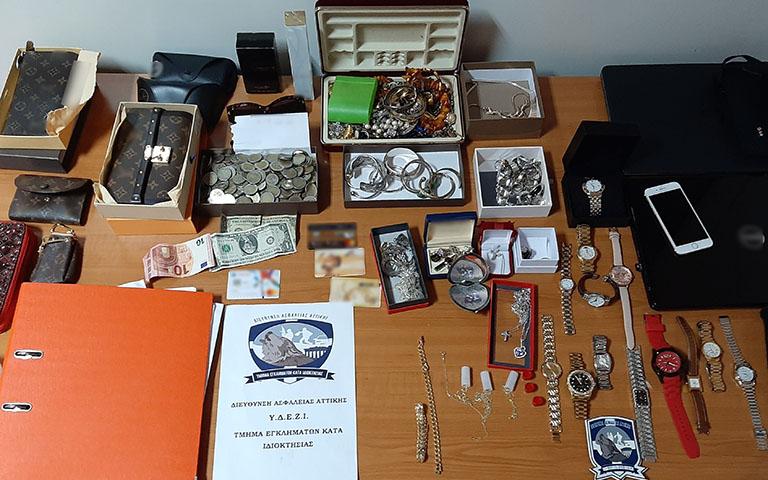 Εξαρθρώθηκε εγκληματική οργάνωση που διέπραττε συστηματικά διαρρήξεις-κλοπές από οικίες σε διάφορες περιοχές της Αττικής