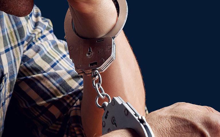 Συνελήφθη 52χρονος που προέβαινε σε κλοπές από σταθμευμένα αυτοκίνητα στην περιοχή του Αλίμου