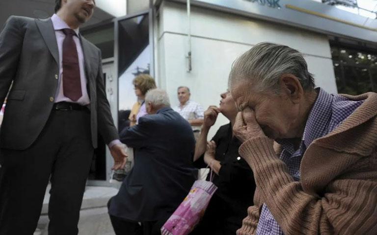 Προσποιούμενος τον Διευθυντή Τράπεζα, ξάφριζε ηλικιωμένους