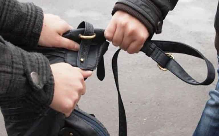 Στα χέρια της αστυνομίας 4 δράστες που είχαν κατακλέψει ηλικιωμένους.
