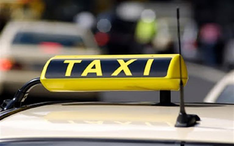 Στα χέρια της αστυνομίας 25χρονος οδηγός ταξί για κλοπές και απάτες