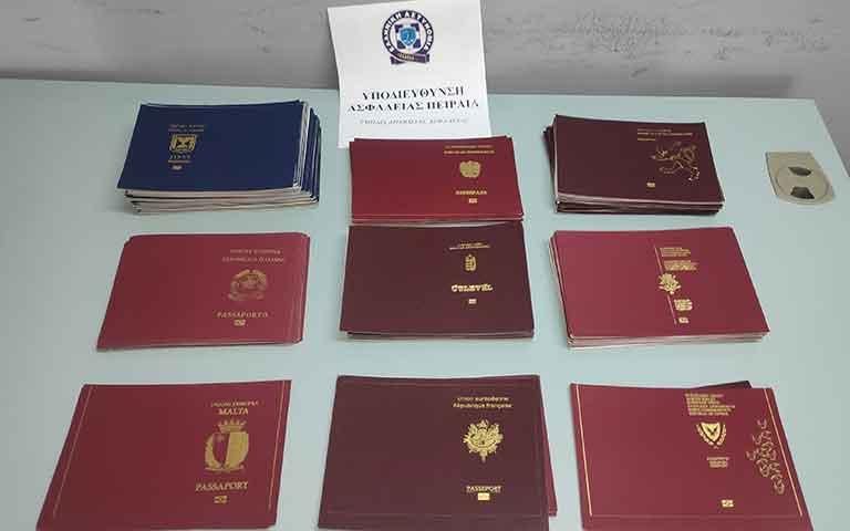 Πλαστά διαβατήρια για 1.000 ευρώ, το ένα