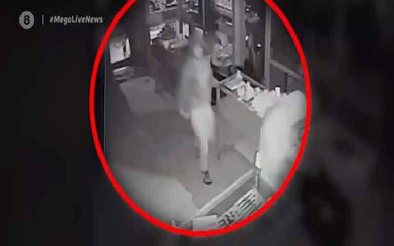 Ληστεία ον κάμερα σε κοσμηματοπωλείο στον Βύρωνα
