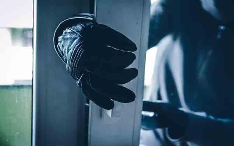 Τι να κάνετε όταν ένας εισβολέας βρίσκεται στο σπίτι σας