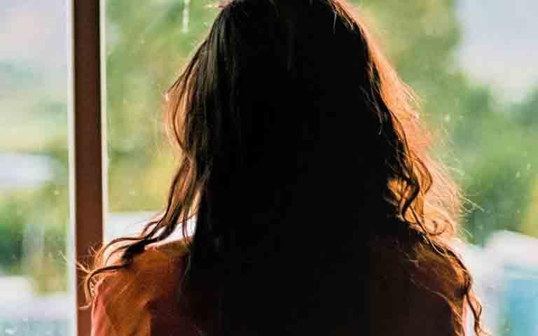 15χρονη καταγγέλλει ότι τη βίασαν 36χρονος Πακιστανός με τη σύντροφό του